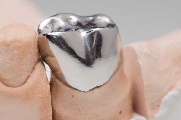 Steel artificial dental crown for dentition restoration